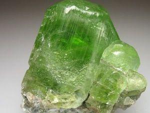 Хризолит, он же оливин, он же перидот: камень на удачу. Ярмарка Мастеров - ручная работа, handmade.