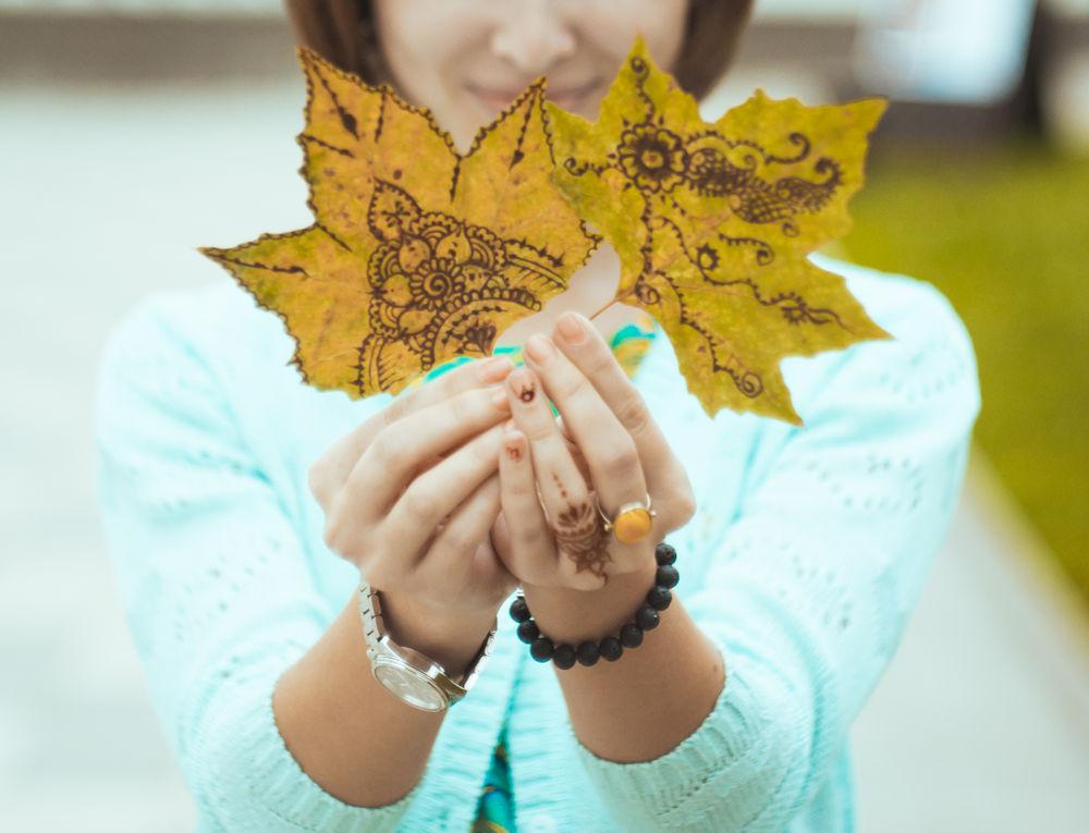 Идея для вдохновения: роспись осенних листьев в стиле мехенди., фото № 4