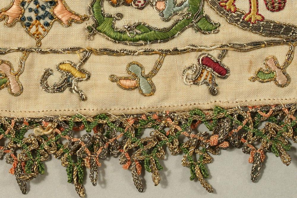 Старинные образцы вышивки на панталонах и чулках