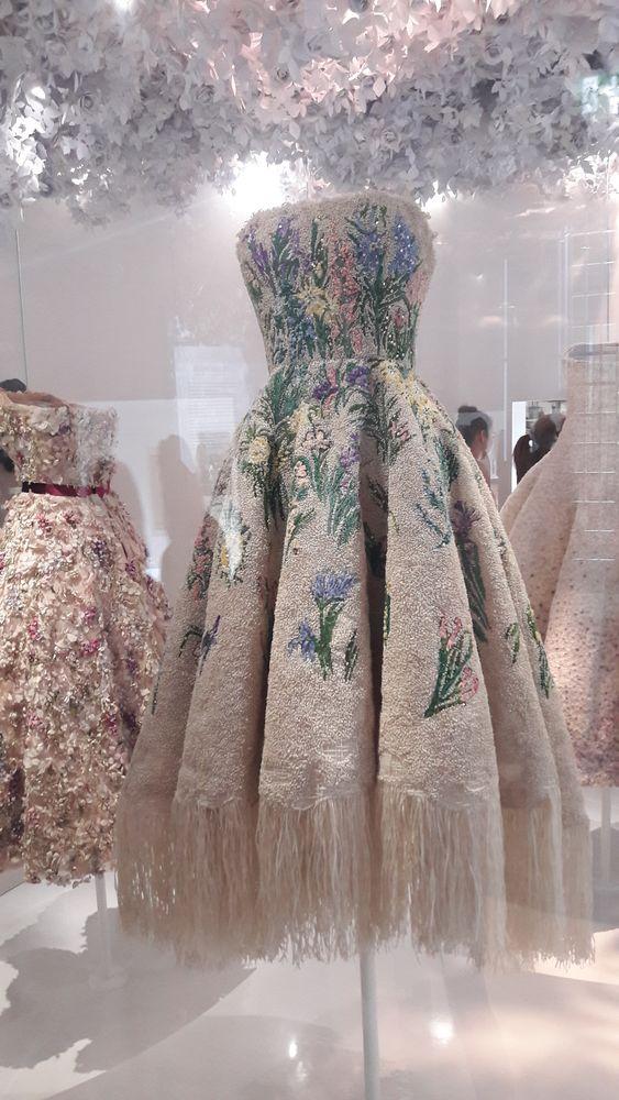 300 платьев dior