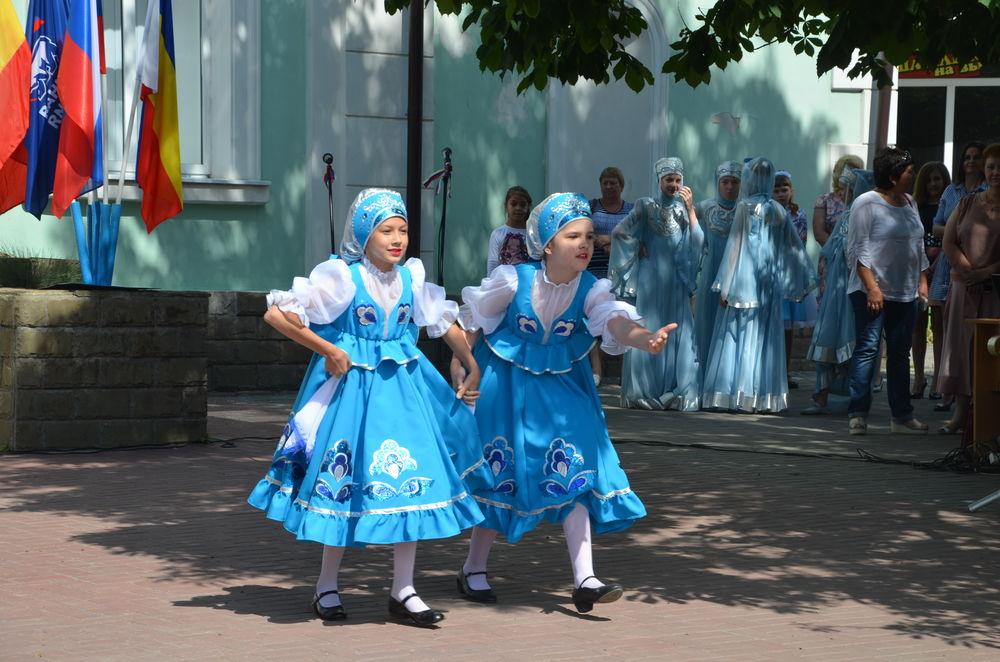 праздник, платье русское народной, кокошник, концерт