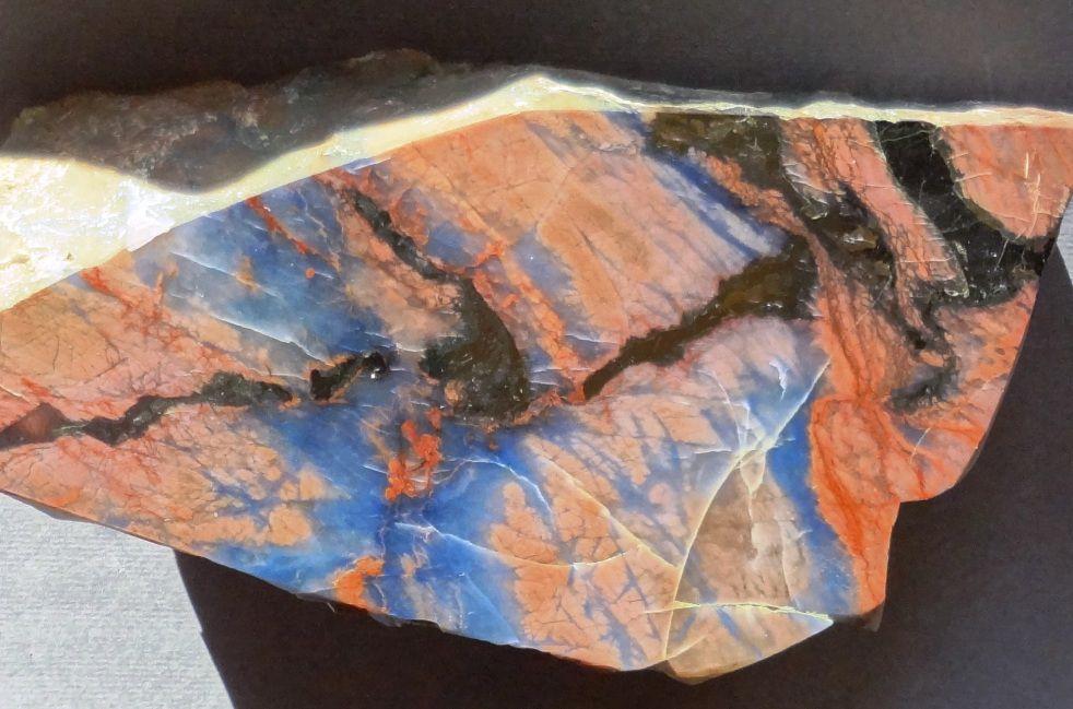 ирнимит, редкие минералы, красно-синий