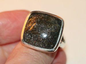 Кольцо иолит натуральный авантюриновый кордиерит серебро 925%