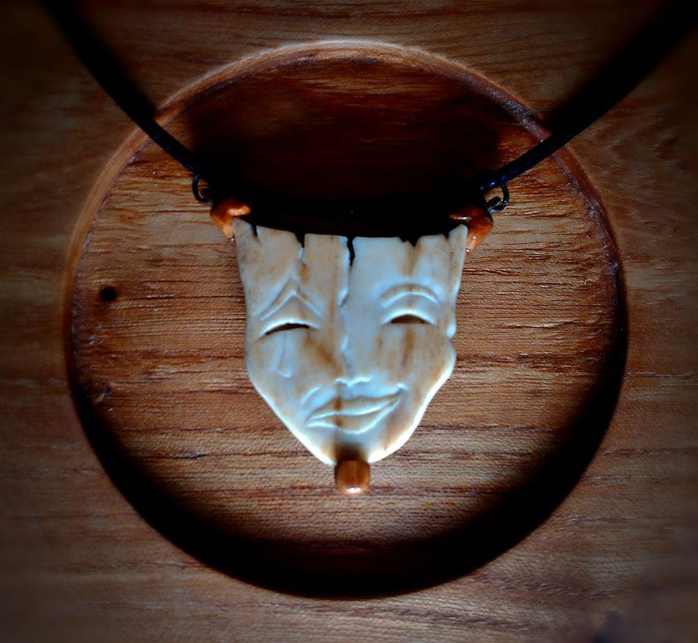 кулон ручной работы, двуликая маска, резьба по кости