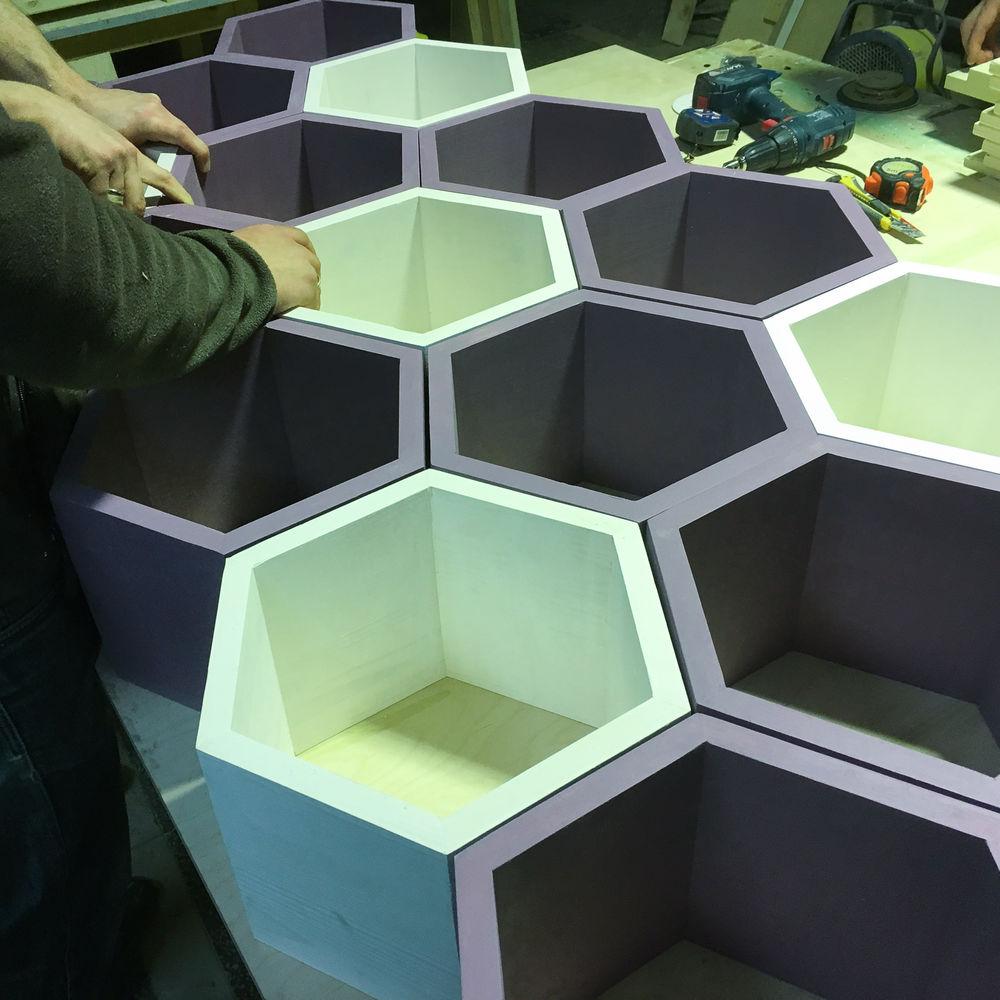 стеллаж из полок сот, шестиугольнаяполка