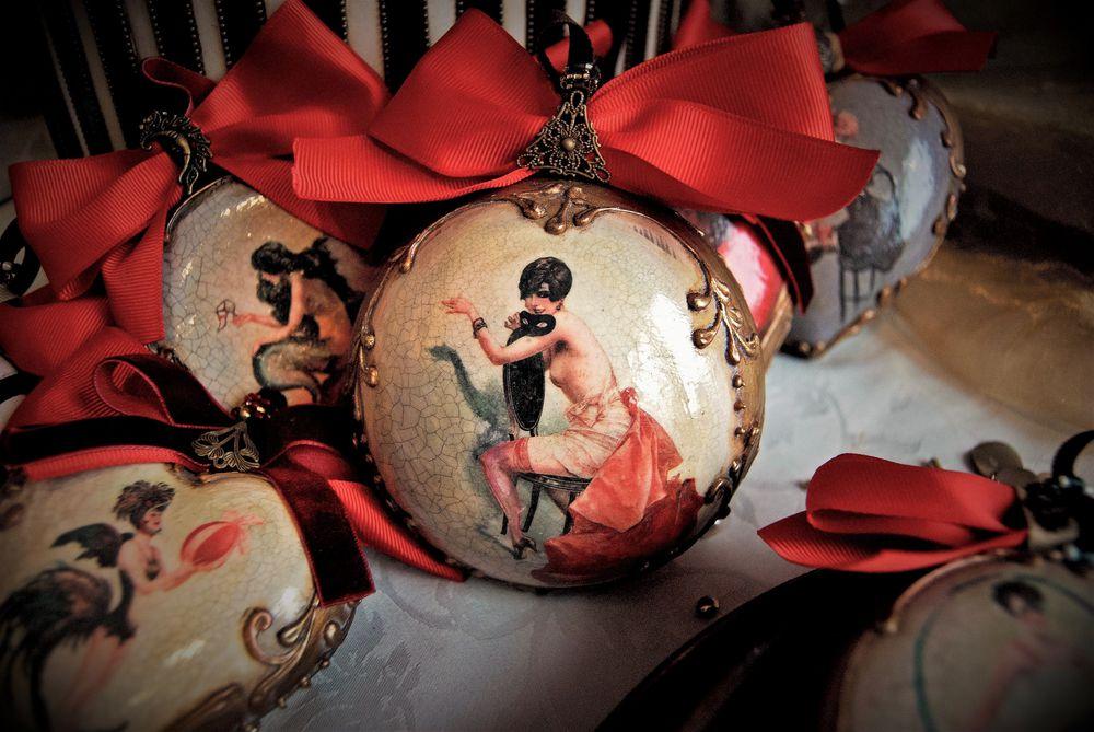 новогодние сувениры, год петуха, керамика хенд мейд, елочные игрушки, дорогой подарок