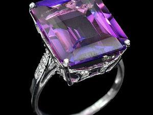 Серебряное кольцо: пурпурный сапфир