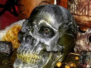 Свеча Череп черный с морионом — для работы с миром мертвых. Ярмарка Мастеров - ручная работа, handmade.