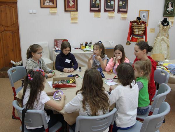мастер-класс по бижутерии, бижутерия своими руками, подарок учителю, украшения в подарок, изготовление бижутерии, из бисера, обучение детей, сувенир, малышам