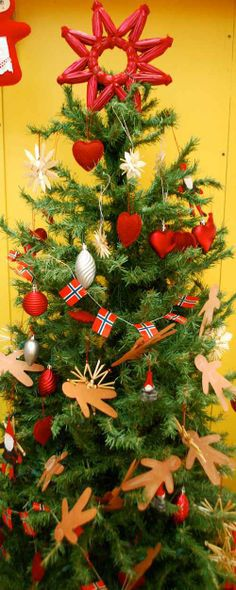 Norwegian Christmas Foods | Norwegian Christmas Tree- Kid World Citizen