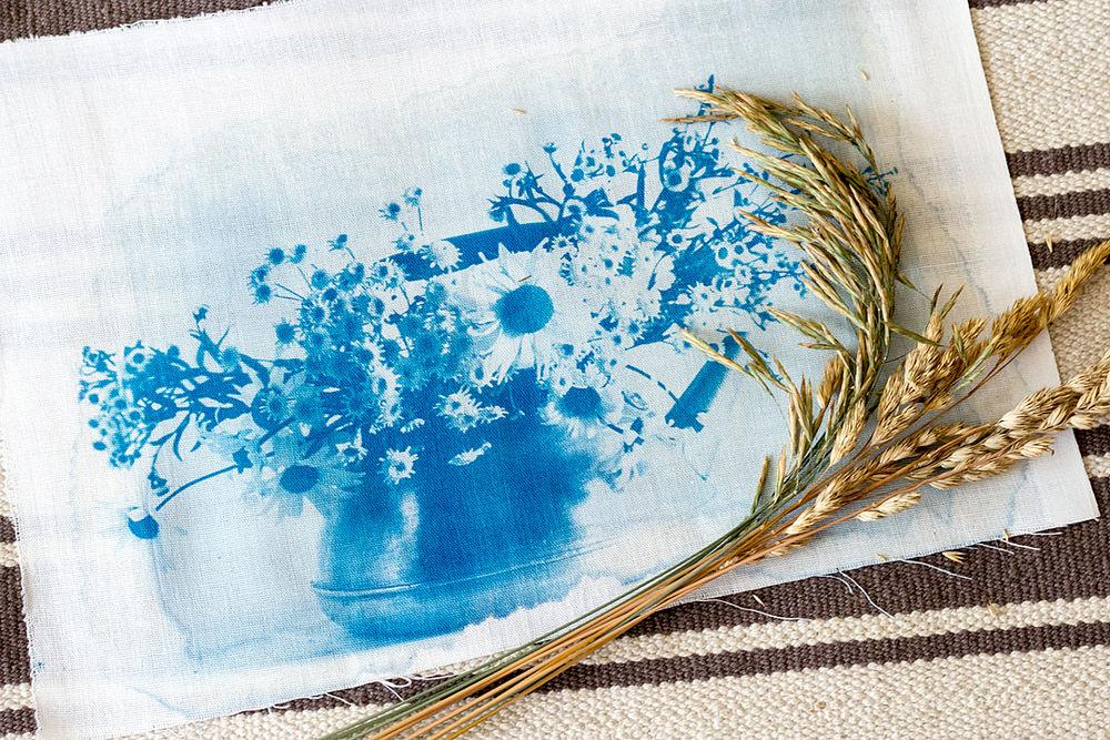 цианотипия на ткани, цианотипия, экопринт, печать фото на ткани, синий, окраска ткани, солнечный принт