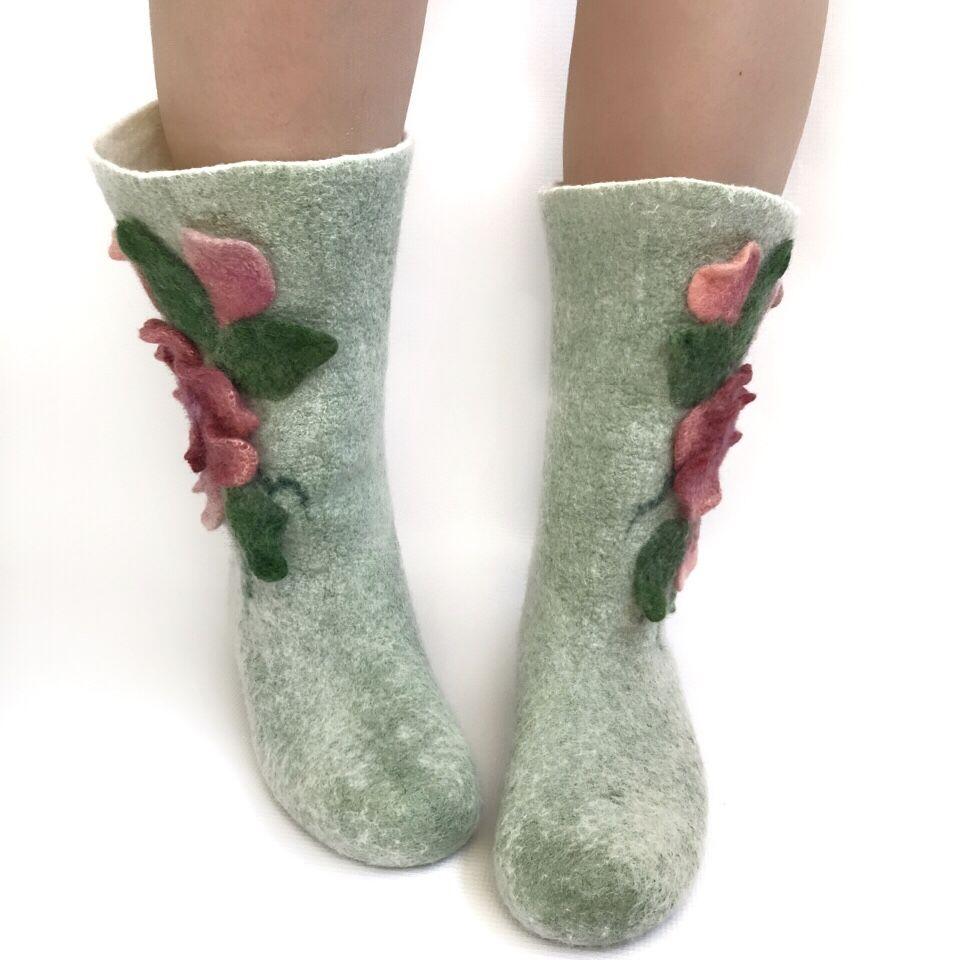 Мастер-класс по мокрому валянию  «Носочки с цветочным декором», фото № 1