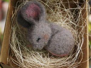 Валяем уютную брошь «Спящий мышонок». Ярмарка Мастеров - ручная работа, handmade.