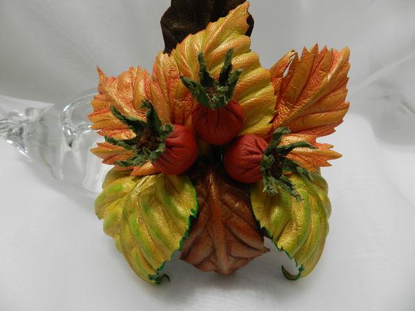 Создаём брошь из кожи «Осенняя композиция с плодами шиповника» | Ярмарка Мастеров - ручная работа, handmade