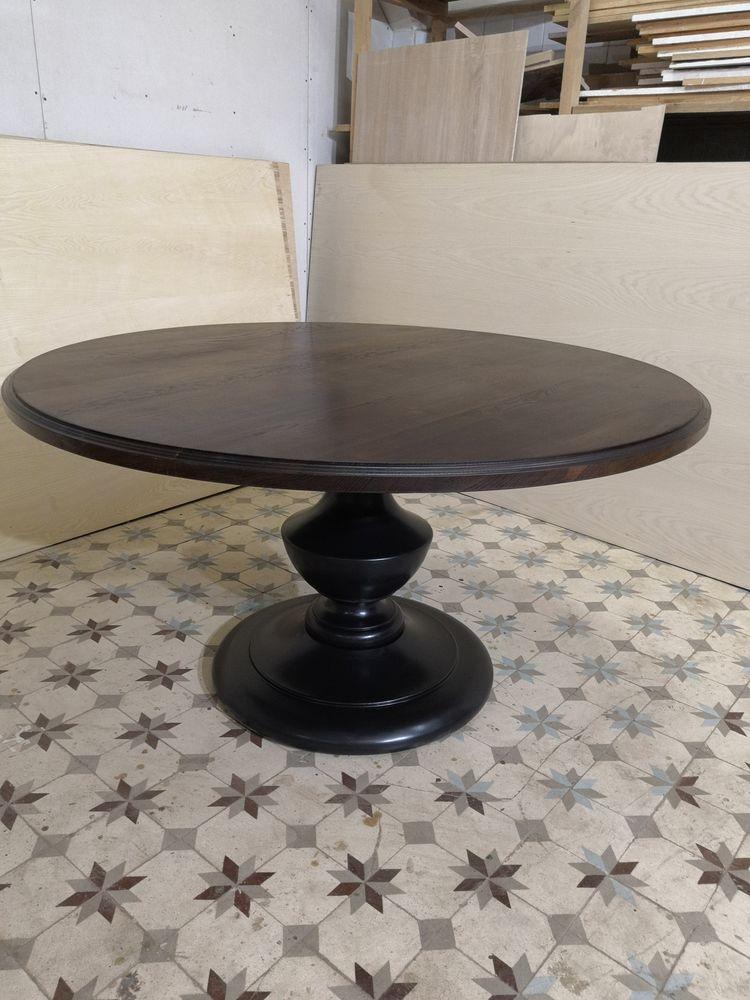 круглый обеденный стол, столик