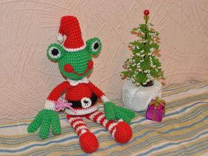 Вяжем крючком новогоднего лягушонка. Ярмарка Мастеров - ручная работа, handmade.