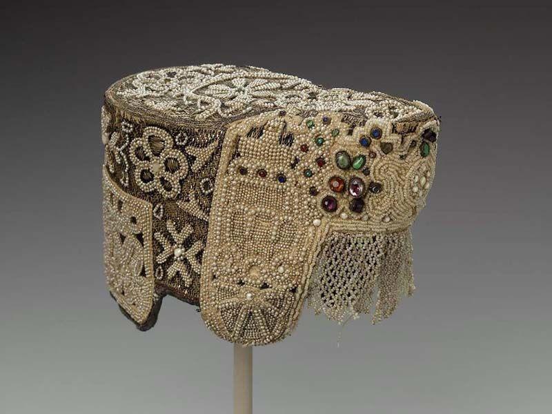 жемчужное колье, церковная вышивка, традиции