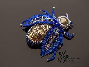 Королевский синий жук с супер искристой жеодой. Брошь. Ярмарка Мастеров - ручная работа, handmade.