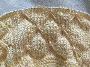 Украшаем вязание бусинами в процессе вязки. Ярмарка Мастеров - ручная работа, handmade.