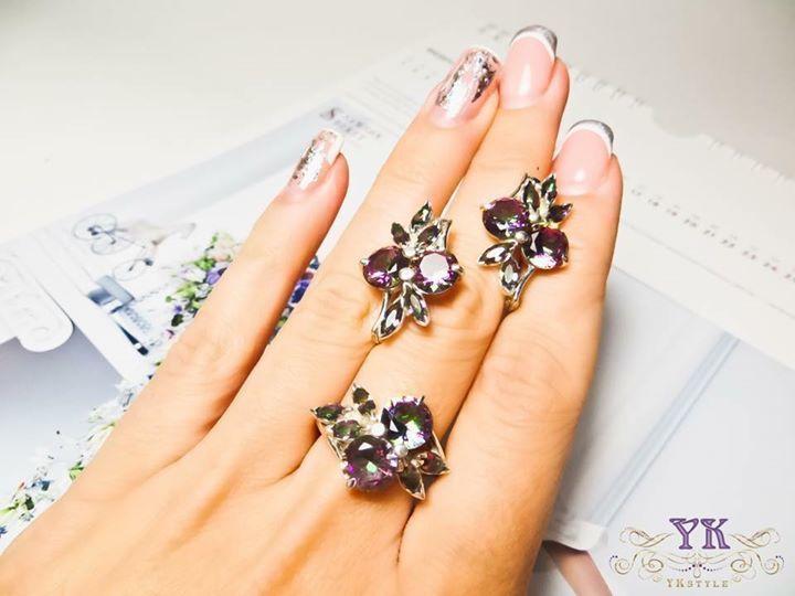 Нежный комплект украшений серьги и кольцо.