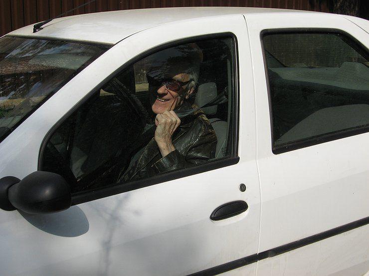 самый пожилой водитель