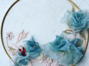 Вышивка с объемными цветами из ткани от Jiaran Studio. Ярмарка Мастеров - ручная работа, handmade.