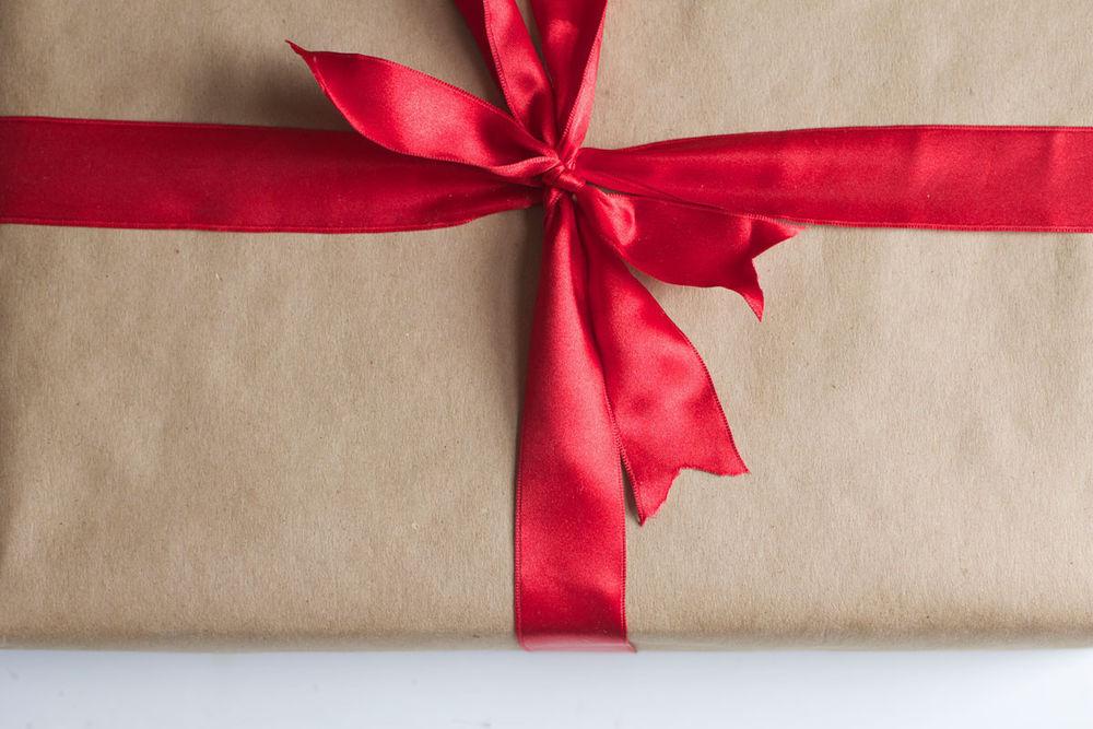5 творческих подарков любимому на первую годовщину