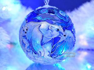 """Стеклянный елочный шар с витражной росписью """"Белые медведи"""". Видео. Ярмарка Мастеров - ручная работа, handmade."""