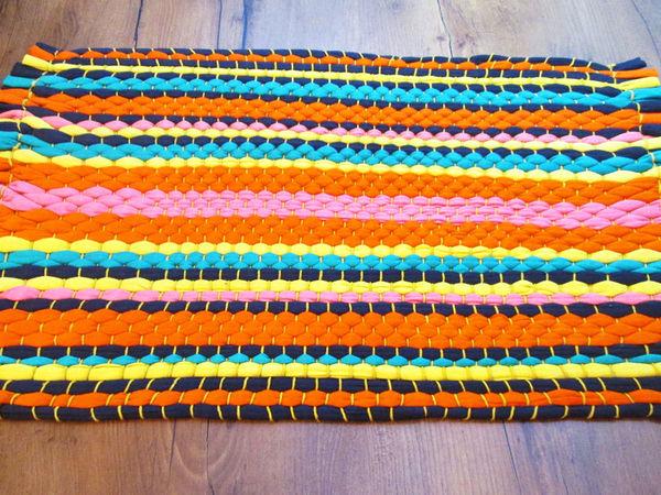 Плетем коврик из старых футболок: видео мастер-класс   Ярмарка Мастеров - ручная работа, handmade