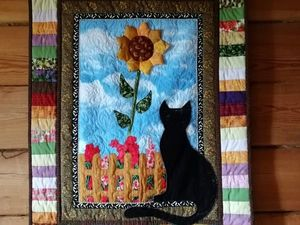 """Лоскутное панно с аппликацией """"Серая кошка с подсолнухом"""". Ярмарка Мастеров - ручная работа, handmade."""