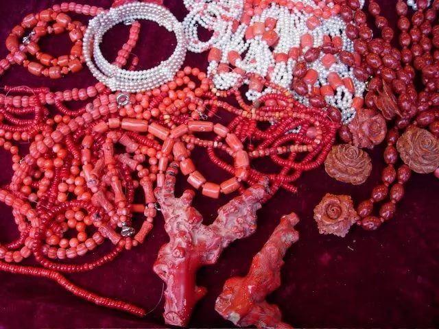 запись в блоге, коралловое ожерелье