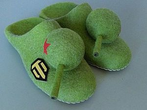 How to Make a Rotating Turret on Tank-Shaped Slippers. Livemaster - handmade
