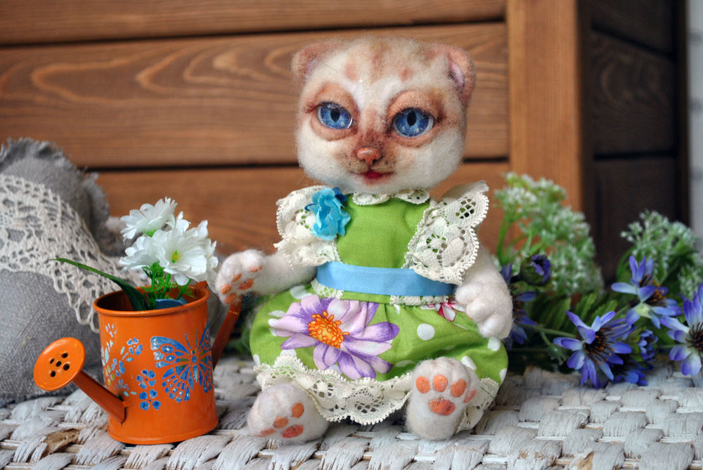 кошка в платье, игрушка кошка