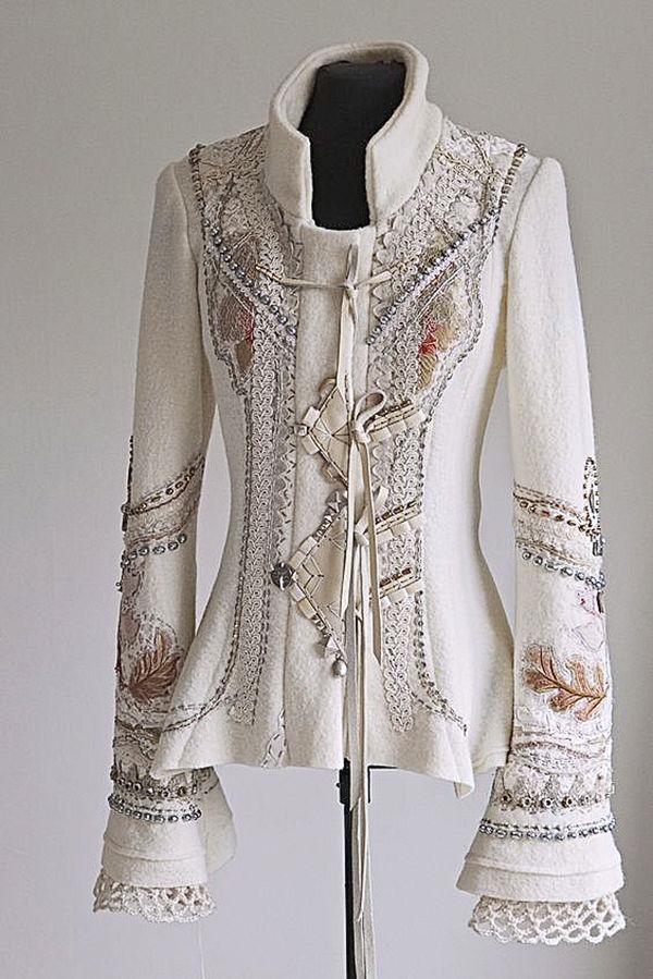 пальто с вышивкой