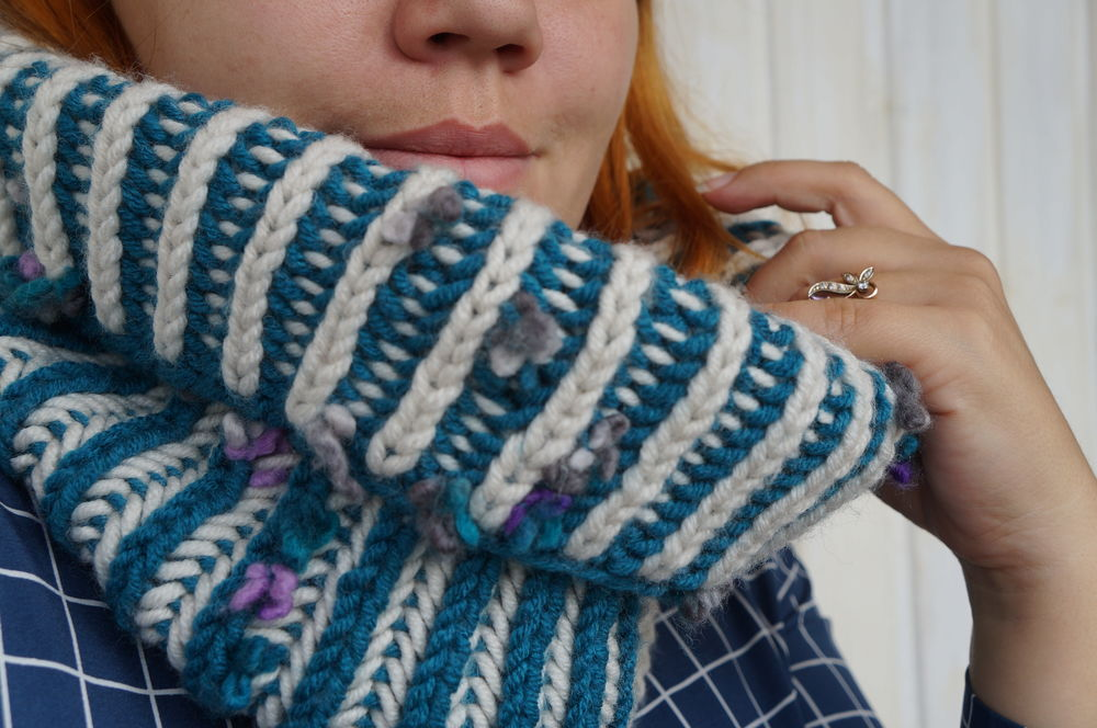 шарф вязаный, украшение