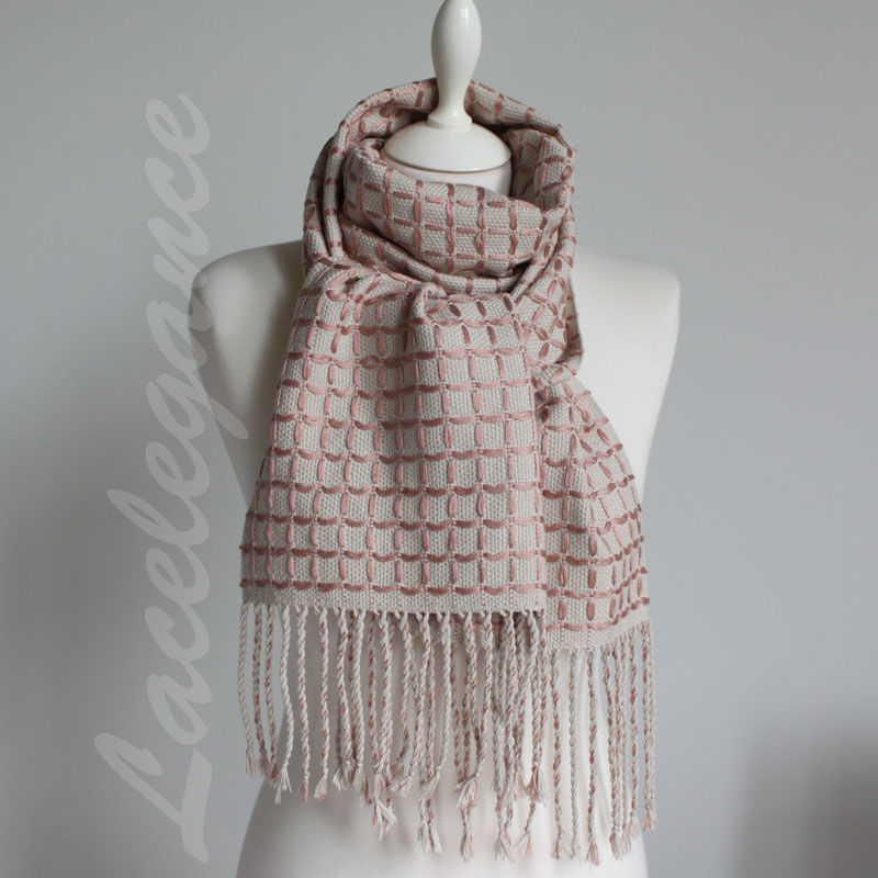 Video Tutorial: Weaving a Chequered Scarf, фото № 3