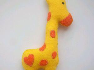 Шьём своими руками яркого жирафика из фетра. Ярмарка Мастеров - ручная работа, handmade.