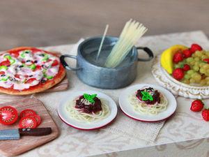 «Готовим» миниатюрное спагетти болоньезе из полимерной глины. Ярмарка Мастеров - ручная работа, handmade.