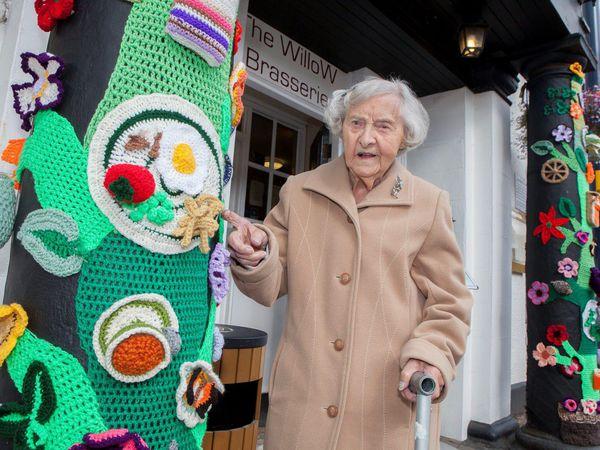 104 года - самое время заняться для бабушки уличным искусством | Ярмарка Мастеров - ручная работа, handmade