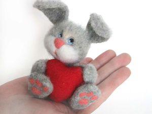 Валяем зайчика с сердечком | Ярмарка Мастеров - ручная работа, handmade