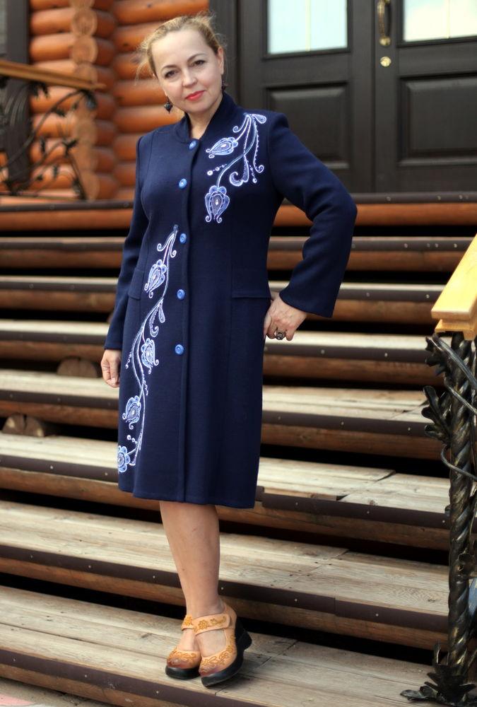 Трикотажное пальто с вышивкой 83