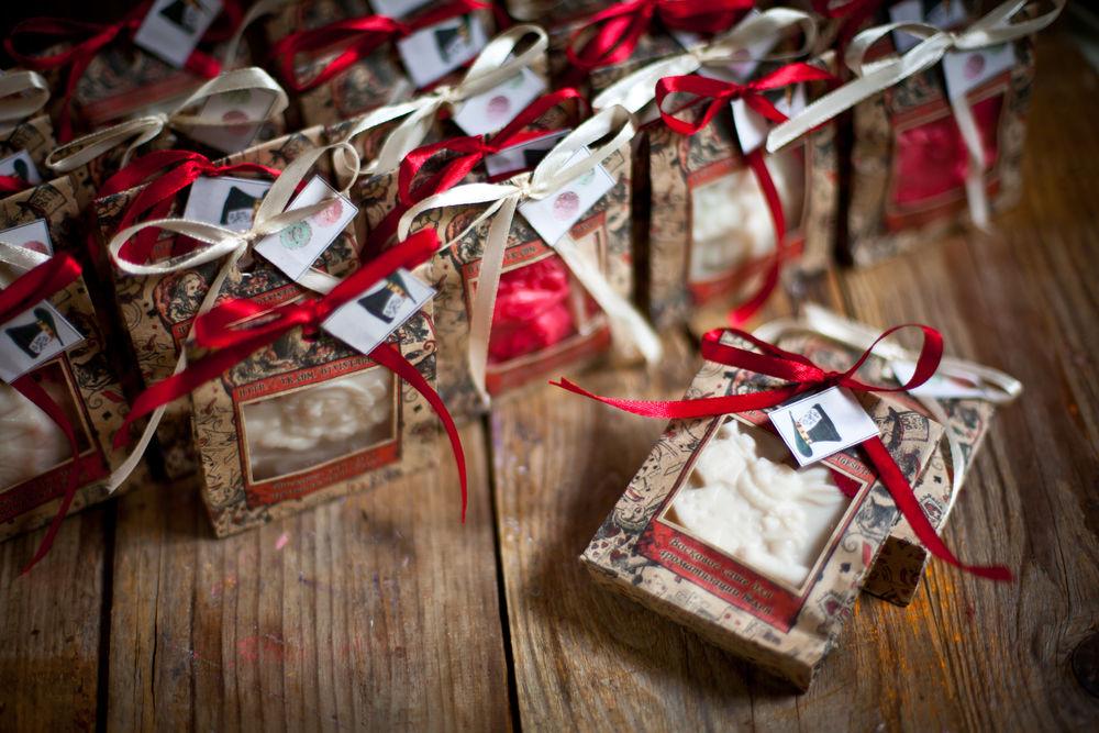 Запоминающиеся подарки на свадьбу 42