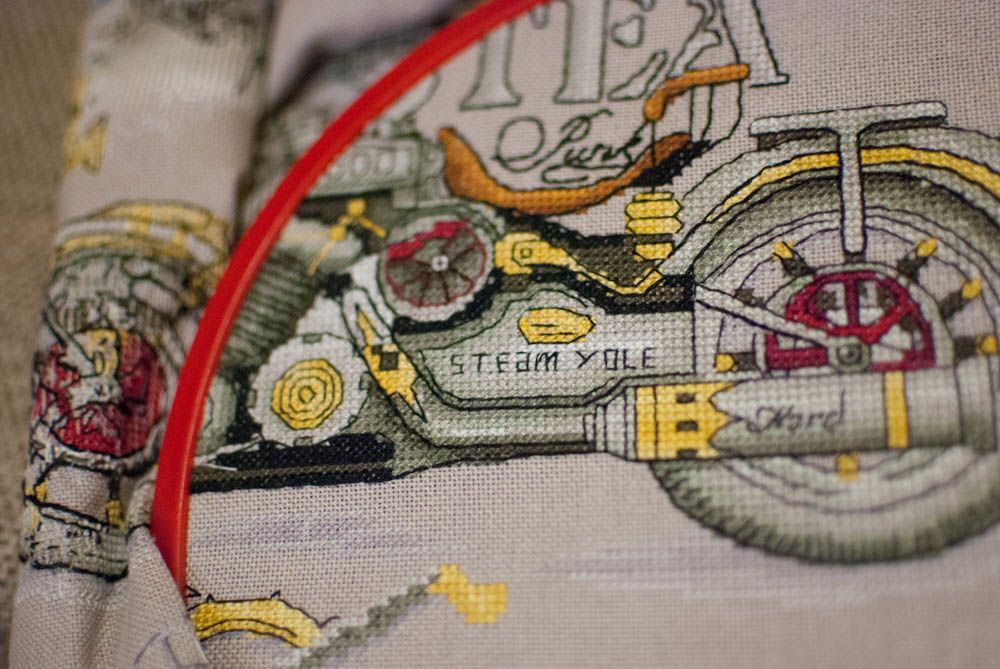мотоцикл, вышивка крестом, процесс создания