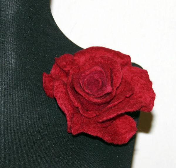 «Роза» из войлока учимся валять брошь-цветок, фото № 2