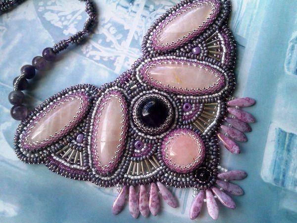 Аукцион на вышитое бисером колье с натуральными камнями: розовым кварцем и аметистами - закрыт.   Ярмарка Мастеров - ручная работа, handmade