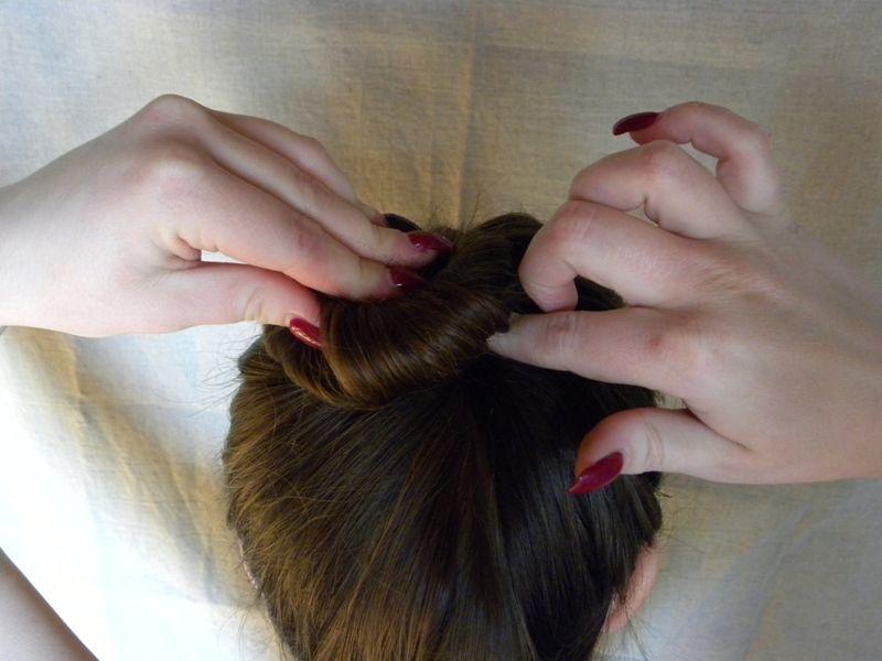 Как собрать волосы в пучок при помощи волшебной палочки, фото № 4
