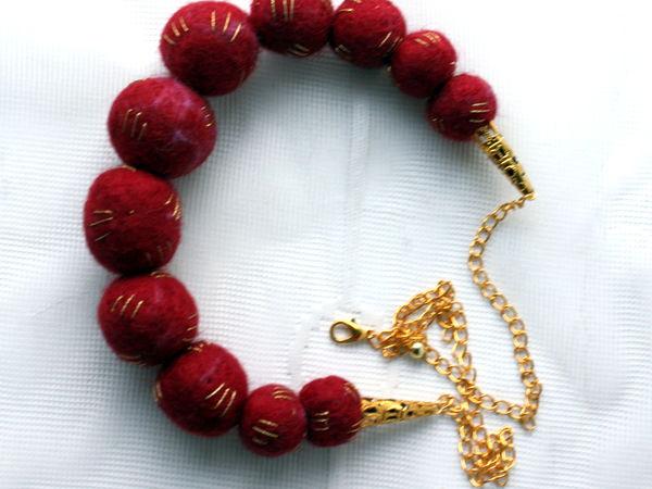У меня новенькая работа! Бусы валяные вишневые с золотыми нитями | Ярмарка Мастеров - ручная работа, handmade