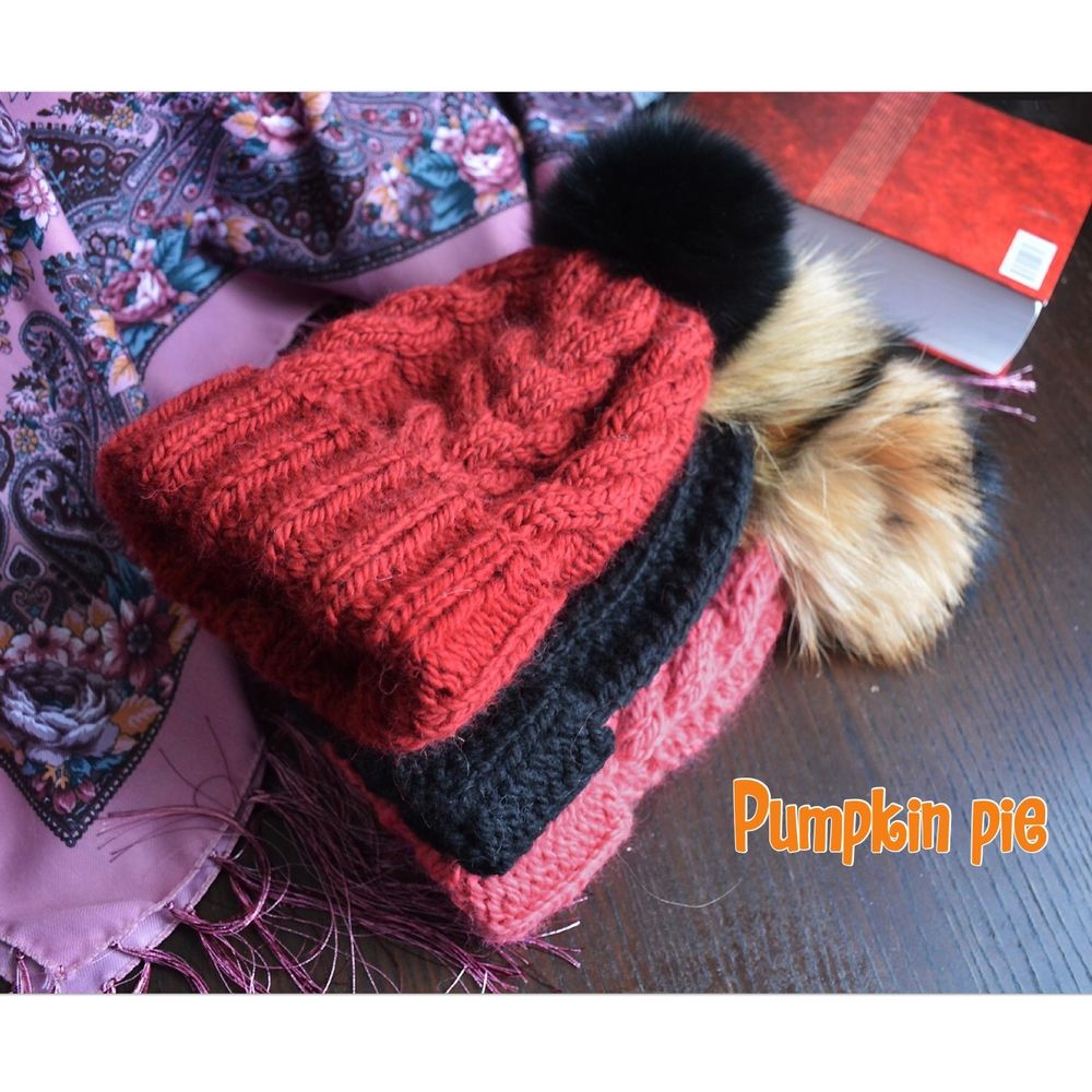 вязаная шапка, готовимся к 1 сентября, pumpkin pie, помпон из енота, осенняя шапка
