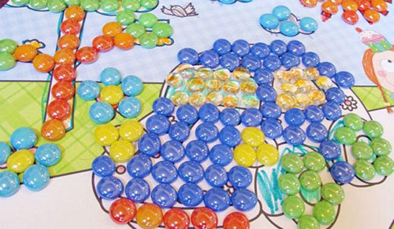 Поделки из цветных камешек