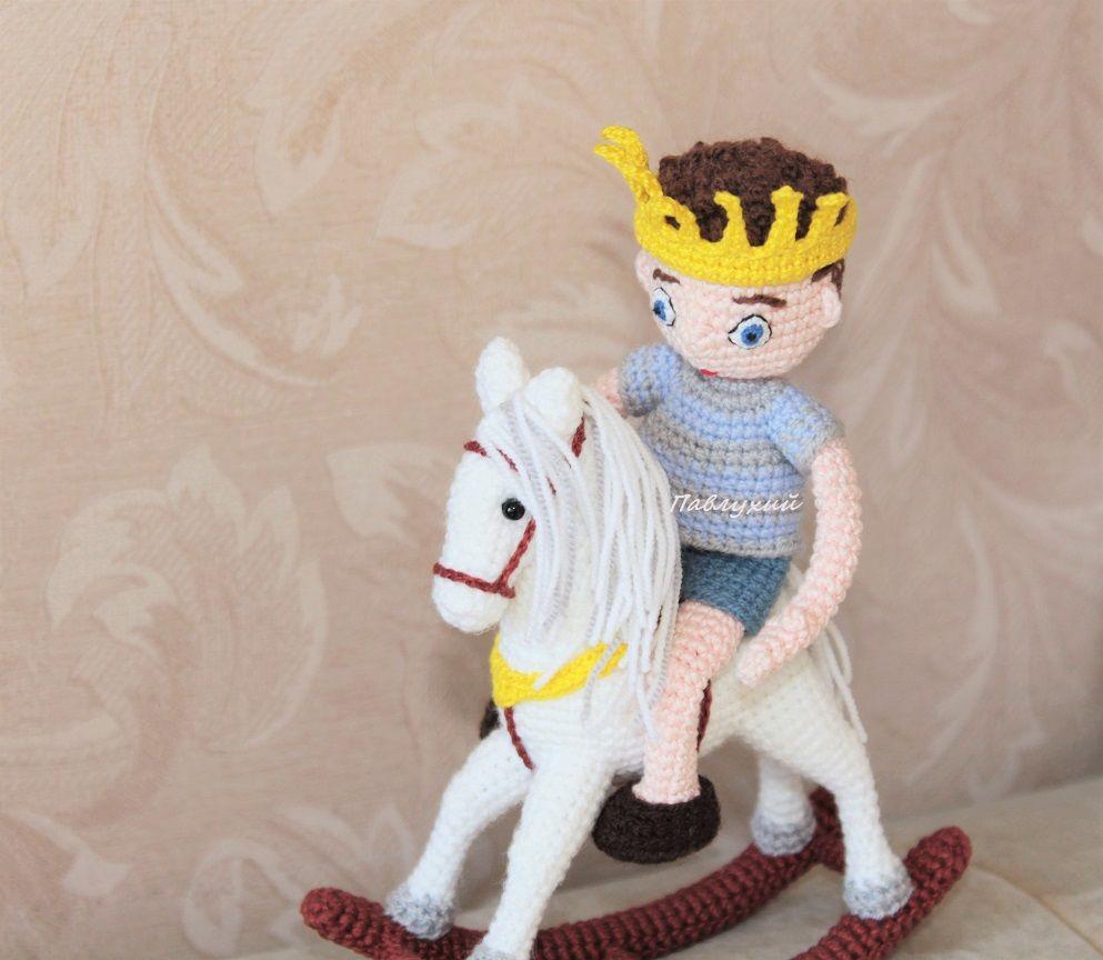 принц на белом коне, купить сувенир, конь вязаный, павлухий pavlukhii